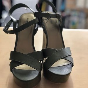 Women's Express wedges in green color. New no tags